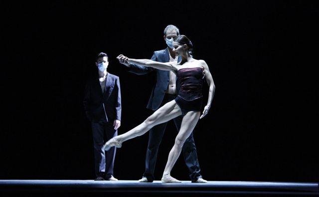 V SNG Maribor bodo ob 15-letnici premiere slavnostno uprizorili plesno predstavo <em>Radio and Juliet</em>, ki se lahko pohvali z največ mednarodnimi gostovanji v zgodovini slovenskega baleta. Foto Damjan Švarc/SNG Maribor
