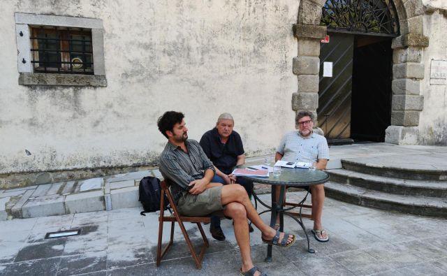 Organizatorji festivala <em>Glasbe sveta</em>: (od leve proti desni) Tadej Stolič, Vladimir Peruničič in Aleks Vičič. FOTO: Goriški muzej