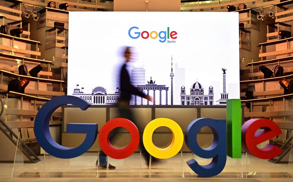 Zaposleni pozvali Google, naj neha sodelovati z ameriško policijo