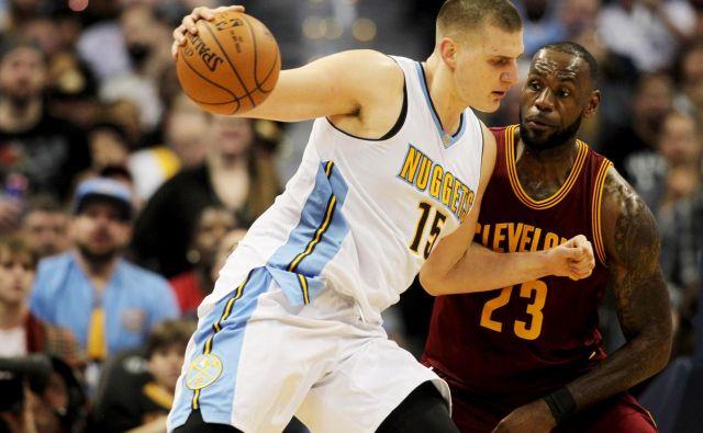Nikola Jokić bi se moral vrniti v ZDA na nadaljevanje sezone v ligi NBA. FOTO: Reuters