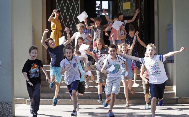 Epidemija je vse izmozgala. Počitnice potrebujejo vsi: od učencev do učiteljev in staršev. (Fotografija je simbolična.) FOTO: Leon Vidic/Delo