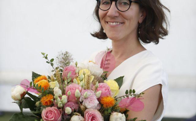 Za nagrado je Jankovičeva prejela bon v vrednosti 500 evrov bruto in letno naročnino na revijo Onaplus.FOTO: Leon Vidic/Delo