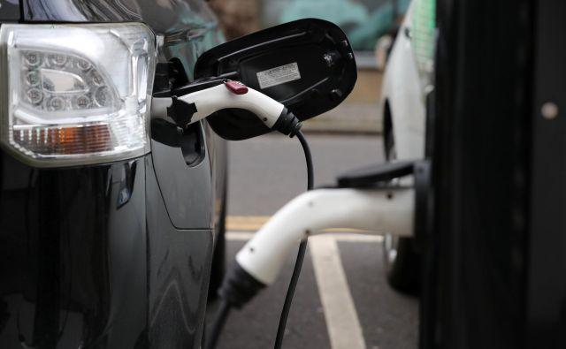 Število električnih avtomobilov se opazno povečuje, a še vedno z nizke osnove. FOTO: Reuters