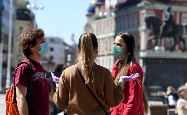 Od parila naprej tako velikega števila okužb v enem dnevu na Hrvaškem še niso zabeležili. FOTO: Denis Lovrovic/Afp