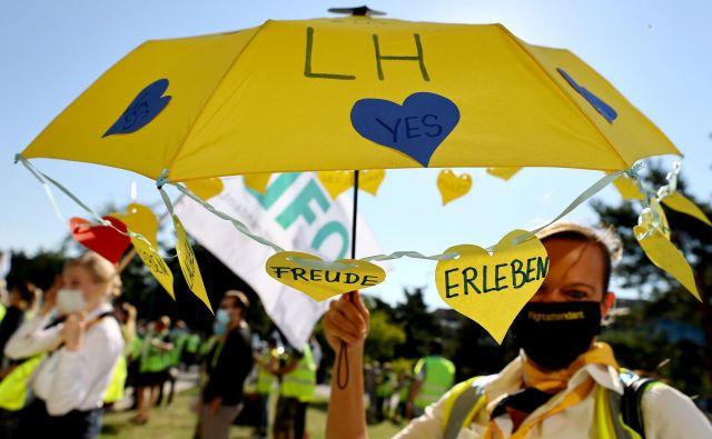 Nemška država se bo z 20-odstotnim deležem v lastniško strukturo Lufthanse vrnila prvič po privatizaciji leta 1997. FOTO: Kai Pfaffenbach/Reuters