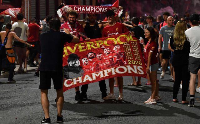 Slavje navijačev Liverpoola takoj po koncu tekme v Londonu. FOTO: Paul Ellis/AFP