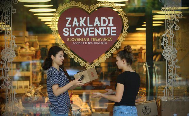 Turističnih trgovin ni mogoče stlačiti v isti koš z vsemi drugimi trgovinami, meni Jože Brodnik, predstavnik verige trgovin Zakladi Slovenije.<br /> Foto Jure Eržen