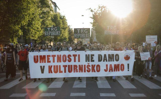 Tudi današnji protivladni protest je bil množično obiskan. FOTO: Uroš Hočevar/Delo