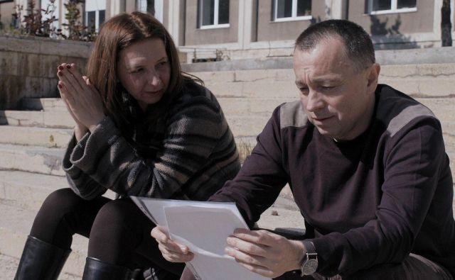 Novinarji sprva preiskujejo koruptivno dobavo preveč razredčenih razkužil romunskemu zdravstvu ter posledice te dobave za higienske razmere v bolnišnicah. Foto FDF