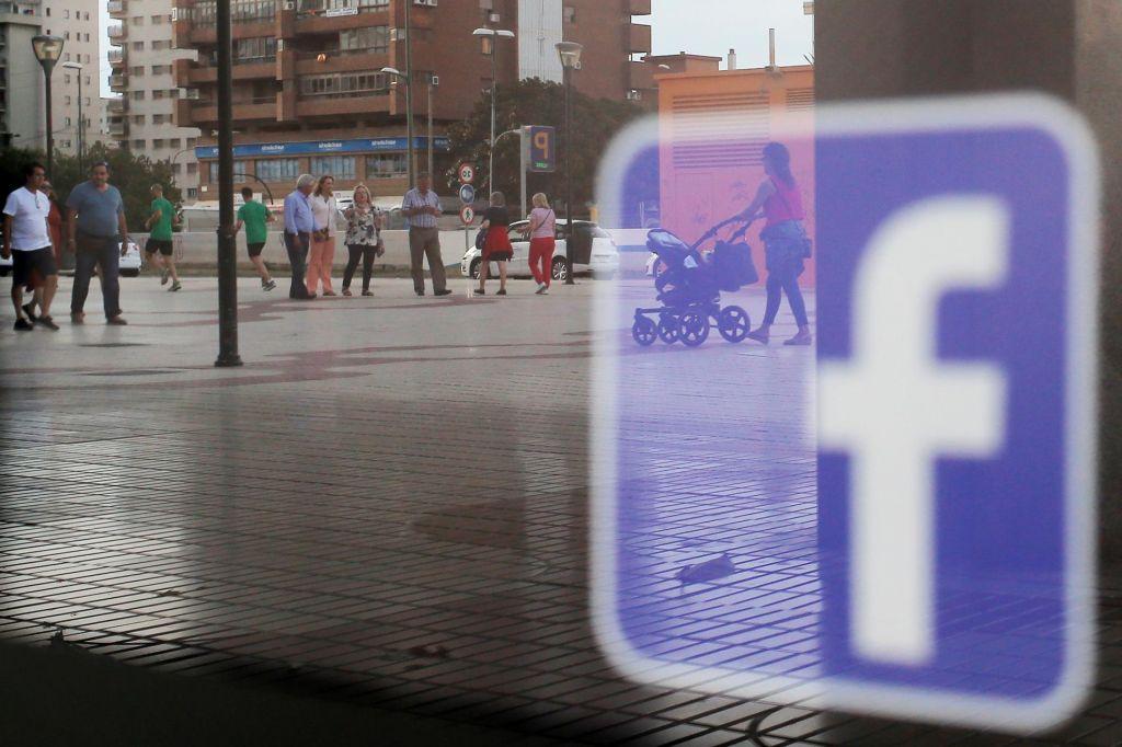 Milanu Brglezu vdrli v facebook profil in ga izbrisali