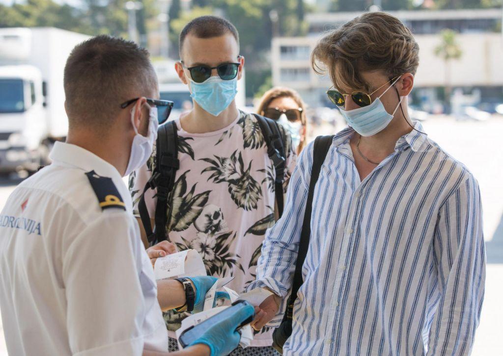 FOTO:Krek: Zaostritev ukrepov, če se situacija na Hrvaškem ne bo umirila