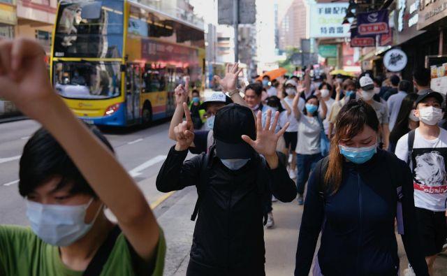 Čeprav vsi prebivalci Hongkonga niso naklonjeni radikalnim aktivistom, se je prepričljiva večina jasno izrazila proti spornemu zakonu o nacionalni varnosti. FOTO: Reuters