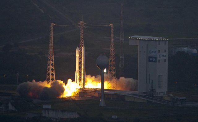 Raketa vega je krstno izstrelitev doživela leta 2012. Velja za eno najbolj zanesljivih raket, od 15 odprav je odpovedala le enkrat. FOTO: ESA/S. Corvaja/Reuters