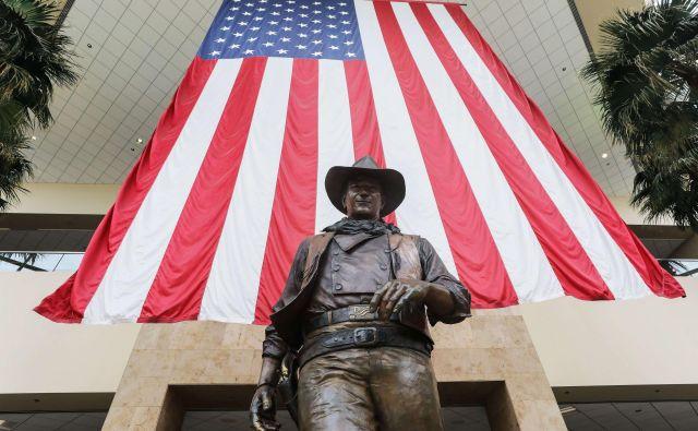 Spomenik pred letališčem Johna Wayna. FOTO: Mario Tama/AFP