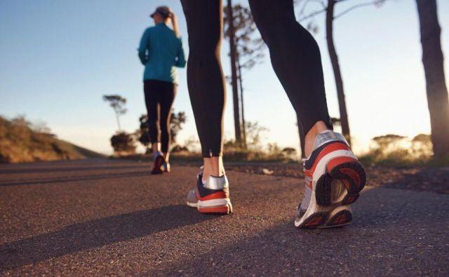 Zgornji del čevlja? Privzdignjen prstni del čevlja? Razlika v višini prstov in pete? Za pomoč smo vam pripravili slikovni vodnik za najpogostejše izraze, povezane s tekaškimi čevlji.FOTO: Arhiv Polet/Shutterstock