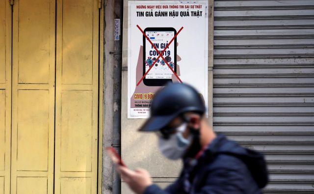 Mobilno aplikacijo naj bi na ministrstvu za javno upravo začeli pripravljati, ko bo jasno, kakšni zakonodajni podlagi bo državni zbor prižgal zeleno luč. FOTO:Reuters