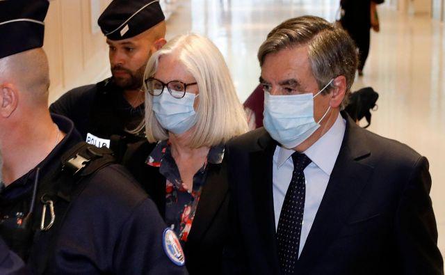Zakonca Fillon napovedujeta pritožbo zoper odločitev sodišča. Zavračata obtožbe o zlorabi javnega denarja. Na fotografijiFrançois Fillon (desno). FOTO: AFP