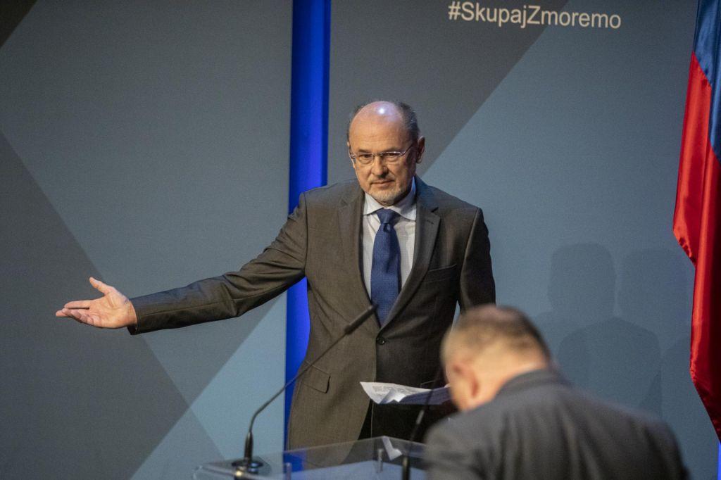 Kacin: »Slovenija bo prisiljena umakniti Hrvaško z zelenega seznama«