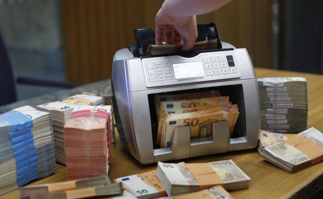 Državna blagajna je letos precej prazna, primanjkljaj narašča zaradi financiranja posledic epidemije. Foto Leon Vidic/delo