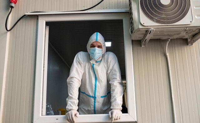 V Srbiji so danes zabeležili rekordno število novih okužb v enem dnevu. FOTO: Marko Djurica/Reuters