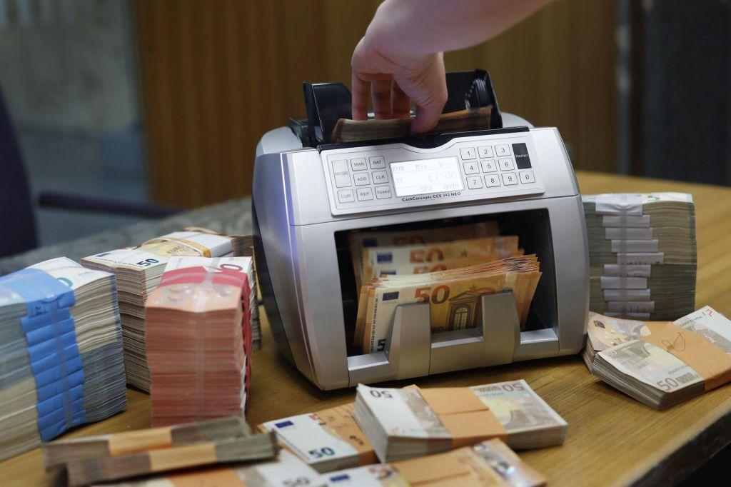 Država že od prvega četrtletja z rekordnim primanjkljajem