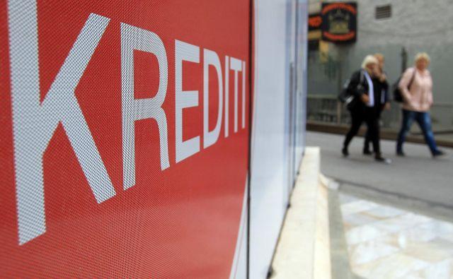 V Gorenjski banki dokončno ureditev operativnih aktivnosti, ki bodo omogočile dodeljevanje kreditov z državnim jamstvom, pričakujejo v kratkem. FOTO: Blaž Samec/Delo