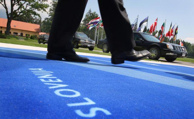 Ko je Slovenija predsedovala evropskemu svetu prvič, smo slišali pohvale. A vljudnostne čestitke so diplomatski bonton.<br /> Foto: Jure Eržen/Delo