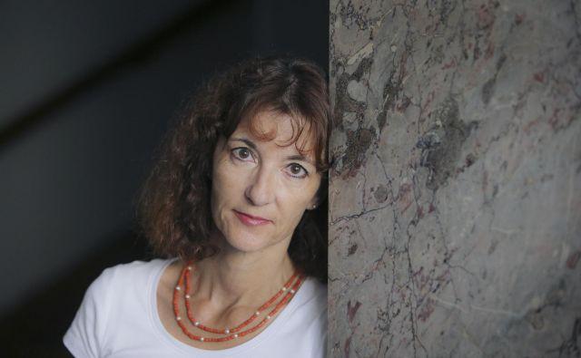Veronika Simoniti, kresnikova nagrajenka za roman Ivana pred morjem (Cankarjeva založba) FOTO: Jože Suhadolnik/Delo