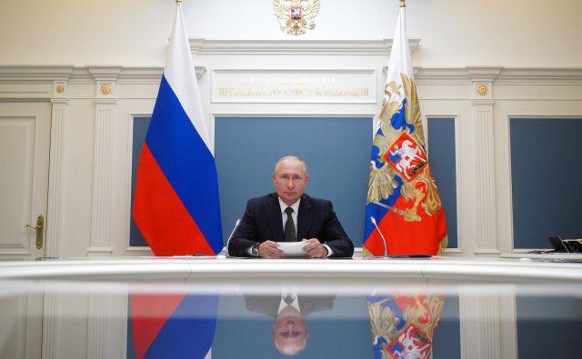 Dolgoletni ruski voditelj Vladimir Putin bo lahko še dolga leta na čelu države. FOTO: Sputnik/Reuters