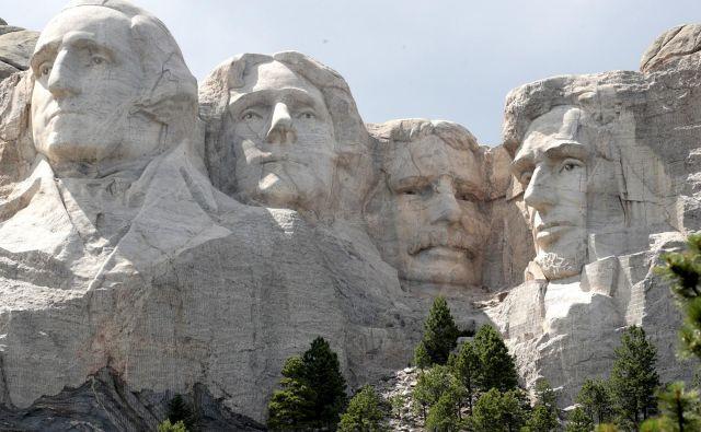 Orjaški spomenik si je leta 1923 zamislil zgodovinar Doane Robinson, ki je hotel spodbuditi turizem v Južni Dakoti. Foto Scott Olson/AFP