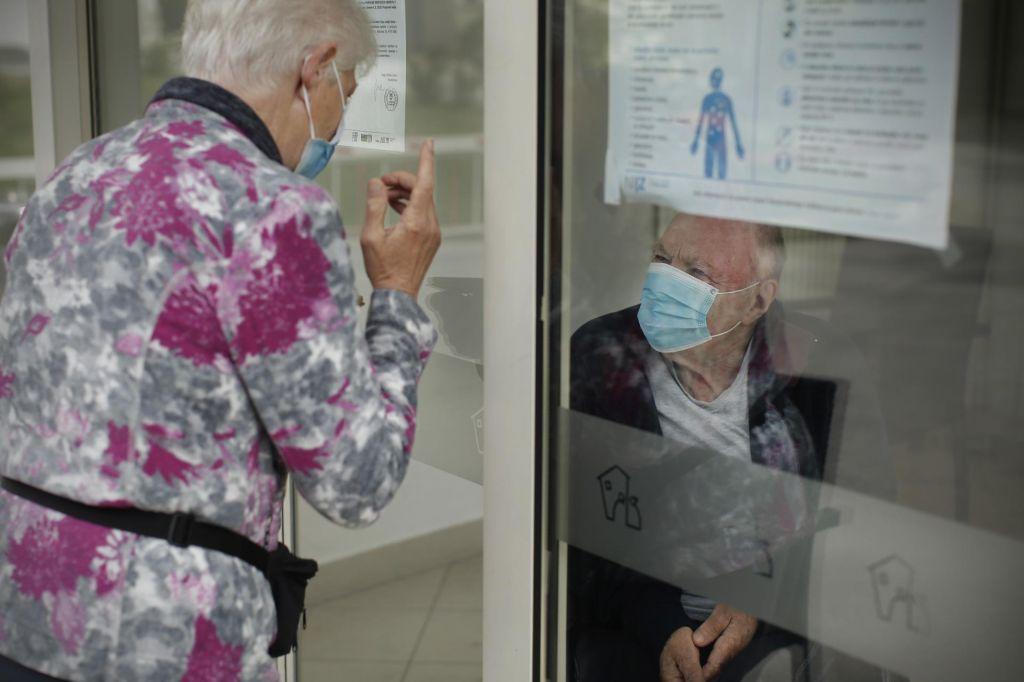 Bodo domovi spet neustrezne koronavirusne bolnišnice?