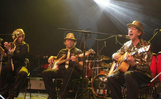 Razprodan koncert skupine Zmelkoow je bil po nepotrebnem odpovedan, je opozorila Ana Kajzer iz Siti Teatra. Foto Ljubo Vukelič