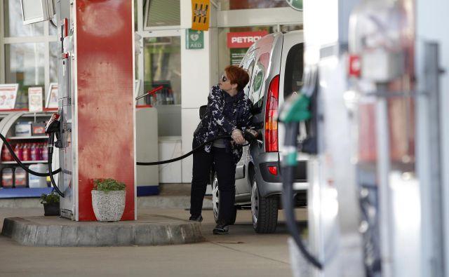 Kljub presežni ponudbi in slabo delujočemu Opecovemu dogovoru o kvotah se je cena nafte brent od zloma v drugi polovici aprila že več kot podvojila. FOTO: Mavric Pivk/Delo