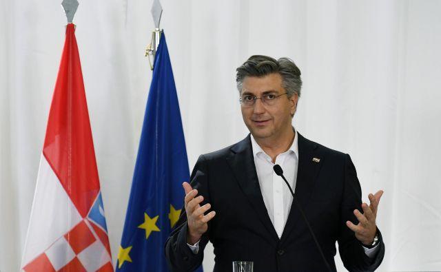 Plenković je potrdil, da sta se včeraj zvečer pogovarjala z Janšo. FOTO: Alexandros Avramidis/Reuters