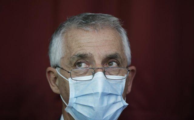 Kot so pojasnili v kabinetu ministra Tomaža Gantarja, je informacijo o tem, da je bil zdravstveni delavec v Črni gori, prejel od poslovnega in strokovnega direktorja bolnišnice. Ob tem se zaposleni ni obnašal samozaščitno, so zapisali. FOTO: Jure Eržen/Delo