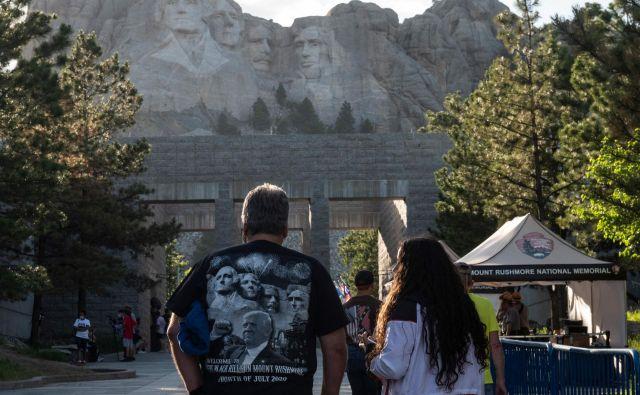 Obiskovalci nacionalnega spomenika Mount Rushmore v Keystonu v Južni Dakoti Foto Andrew Caballero-Reynolds/AFP