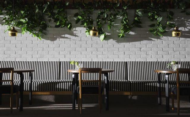 Prenovili so kultno restavracijo Savoy v Helsinkih, ki sta jo leta 1937 zasnovala znamenita arhitekta Aino in Alvar Aalto. Pod prenovo se je podpisala britanska oblikovalka Ilse Crawford. Foto Anton Sucksdorff/ © Restavracija Savoy