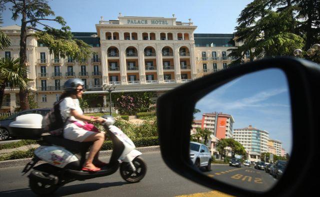 O tem, kako »vroč« je posamezen turistični kraj, največ povedo cene in zasedenost hotelov v njem. FOTO: Jure Eržen/Delo