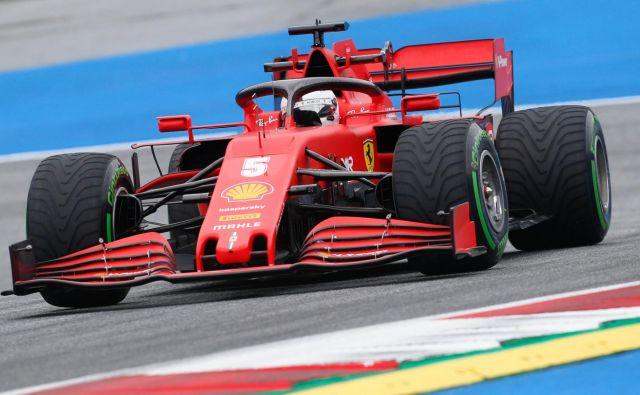 Bojazen Sebastiana Vettla, da je pred Ferrarijem še ena zahtevna sezona v formuli 1, se očitno že uresničuje. FOTO: Darko Bandic/AFP