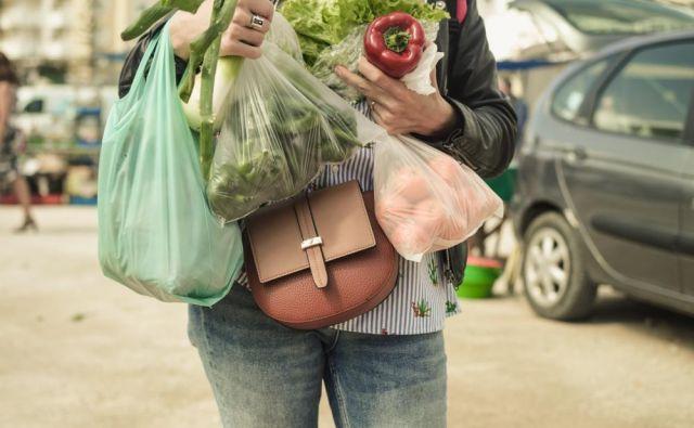 Danes obeležujemo dan brez plastičnih vrečk. Ali ste vedeli, da je za razgradnjo plastičnih vrečk potrebnih od 100 do 500 let. Foto Arimag/ Shutterstock