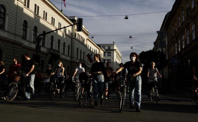 Protestniki proti vladi in fašizmu so prepravilii ulice prestilnice. FOTO: Voranc Vogel/Delo