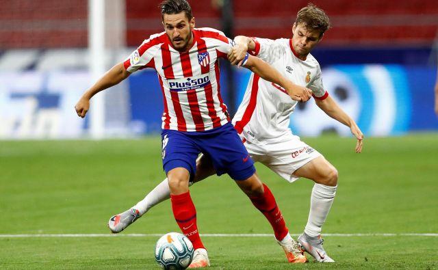 Nogometaši madridskega Atletica (na fotografiji Saul Niguez) so potrdili vlogo favoritov proti igralcem Mallorce. FOTO: Juan Medina/Reuters