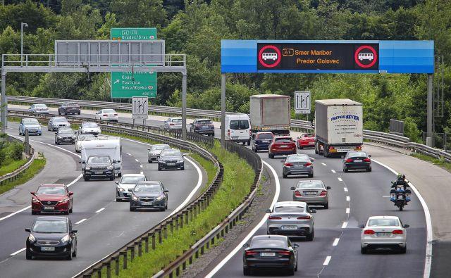 Na ljubljanski severni obvoznici zaradi obnove predora Golovec promet ni manjši kot lani. Na tej cesti so ob delavnikih pogosti zastoji. FOTO: Jože Suhadolnik/Delo