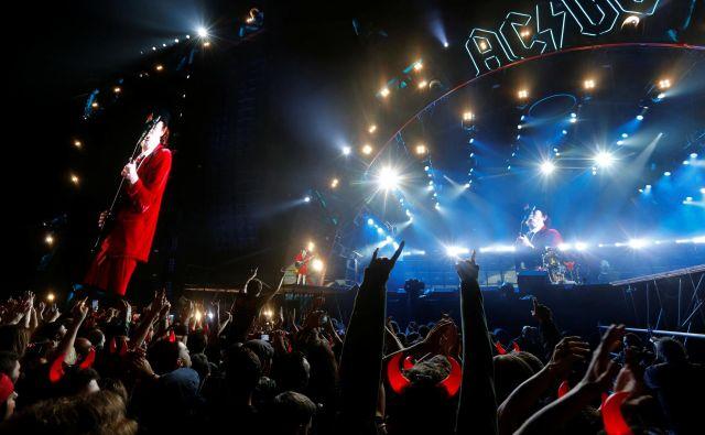 Ko gre za pekel, je avstralska skupina AC/DC leta 1979 dala zelo kratek in jasen odgovor. Tja se gre po avtocesti. <em>Highway to Hell</em>. FOTO: Marcelo Del Pozo/Reuters