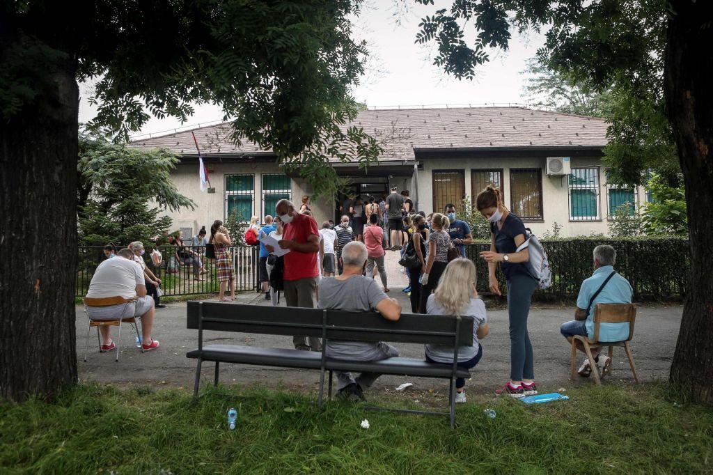 V Beogradu znova strožji ukrepi, danes potrdili 309 okužb