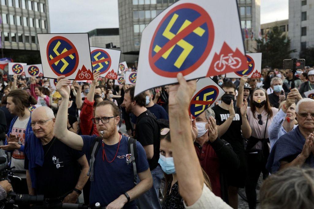 FOTO:Protestniki proti fašizmu, nacionalizmu in rasizmu so napolnili ulice