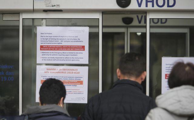 V petek je bilo hospitaliziranih šest oseb. FOTO: Jože Suhadolnik/Delo