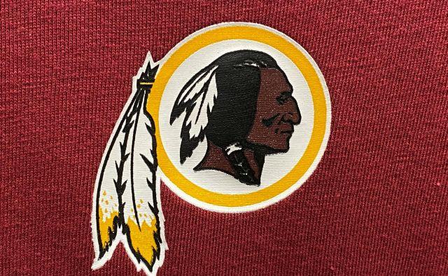 Klub ameriškega nogometa Washington Redskins bo spremenil žaljivo ime rdečekožci. FOTO: Kevin Lamarque/Reuters