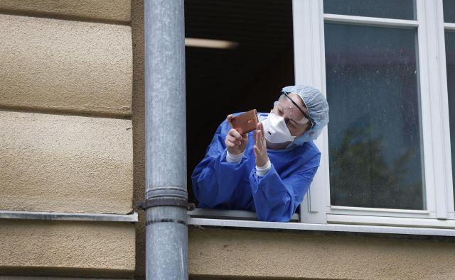 Slovenska znanost se bo ukvarjala s problematiko virusa in različnih vidikov epidemije. Kakšna bo učinkovitost in uporabnost raziskav? Foto Leon Vidic/Delo