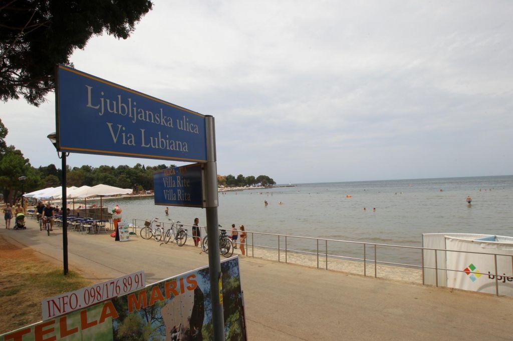 Hrvaški tisk: Slovenski turisti zapuščajo hrvaško obalo